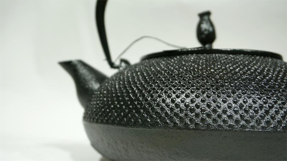 及富 OITOMI Brand of Japanese Cast Iron Kettles & Teapots / Nanbu Tetsubin