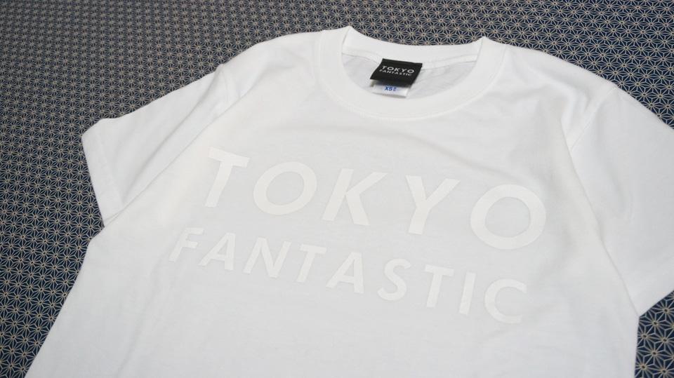白Tシャツに白文字の「白白」