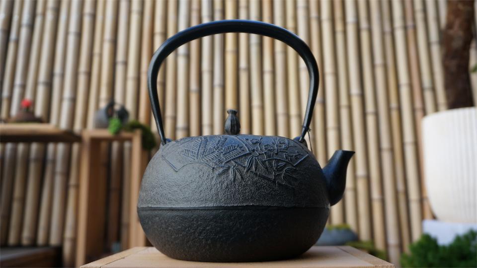 南部宝生堂(及富 OITOMI)南部鉄器 鉄瓶 姥口(うばぐち)松竹梅(黒)