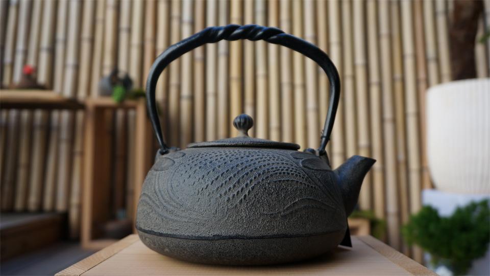 南部宝生堂(及富 OITOMI)南部鉄器 鉄瓶 とんぼ(鉄蓋)