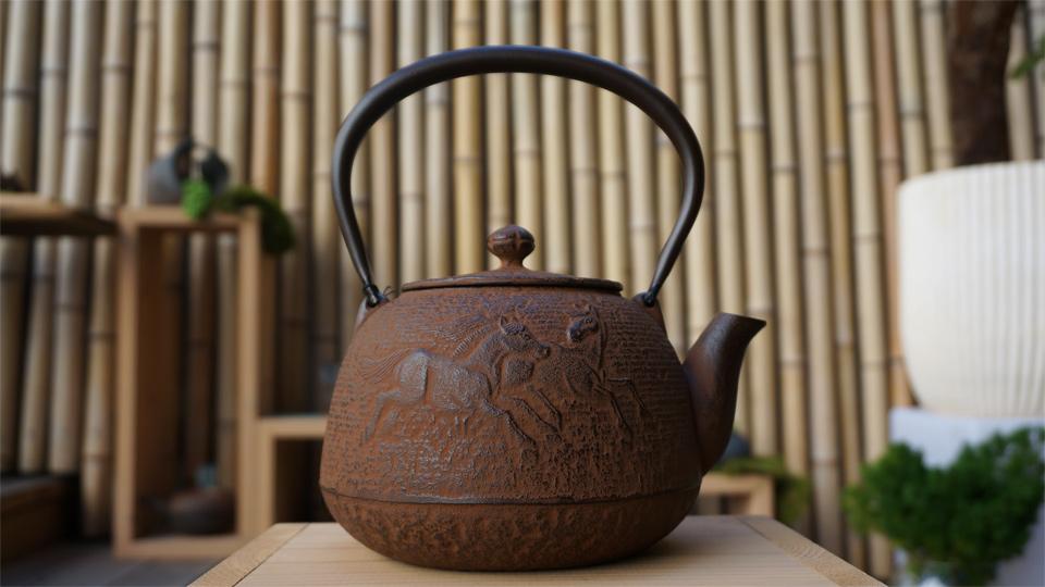 南部宝生堂(及富 OITOMI)南部鉄器 鉄瓶 宝珠馬(錆色)