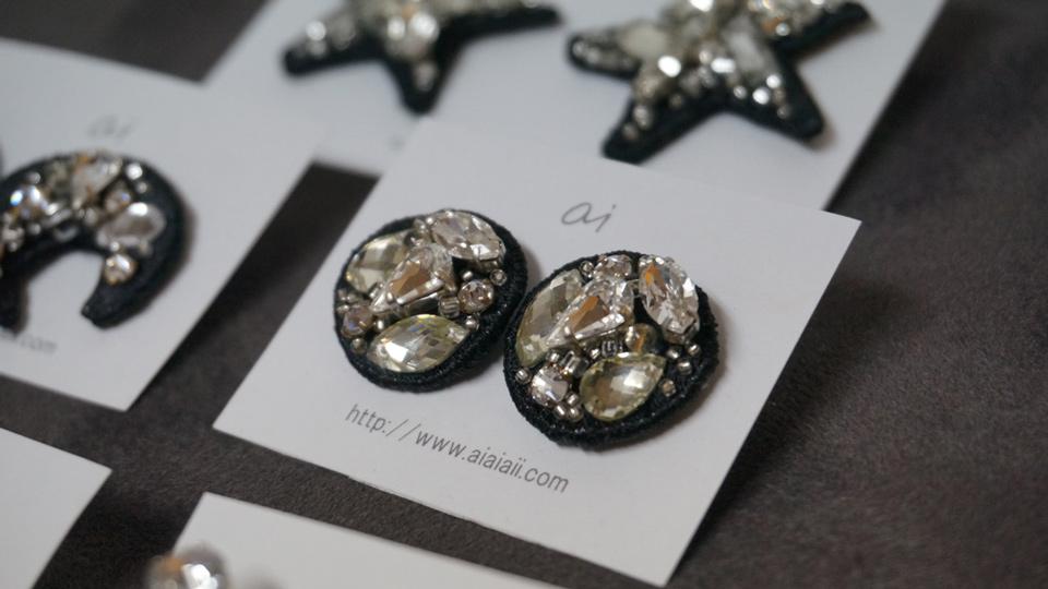 ai「sparkle ~black/white きらめきを身に纏う~」