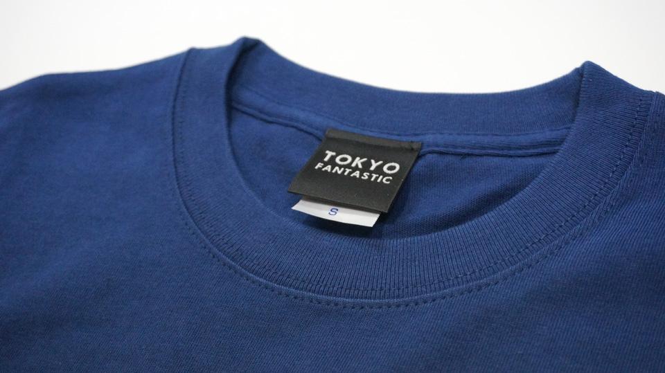 TOKYO FANTASTIC ブランドロゴTシャツ インディゴ 襟元