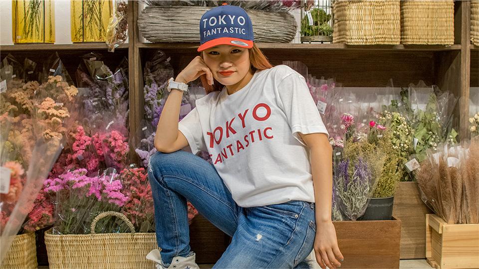ReiNa(QueenMe) wearing TOKYO FANTASTIC JAPAN T-shirt