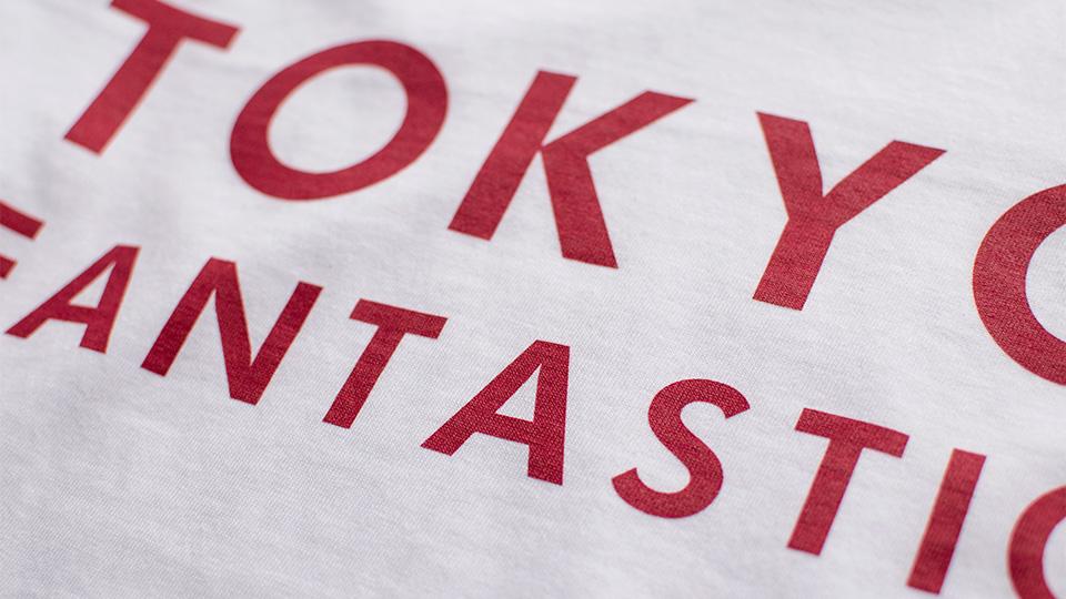 JAPAN T-shirt by TOKYO FANTASTIC 正面胸元・赤文字ブランドロゴ
