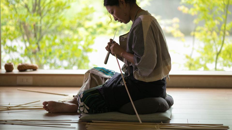 素材である竹ひごを作るところから、職人さんの製作はスタートします。Cotake 佐藤美樹子さん