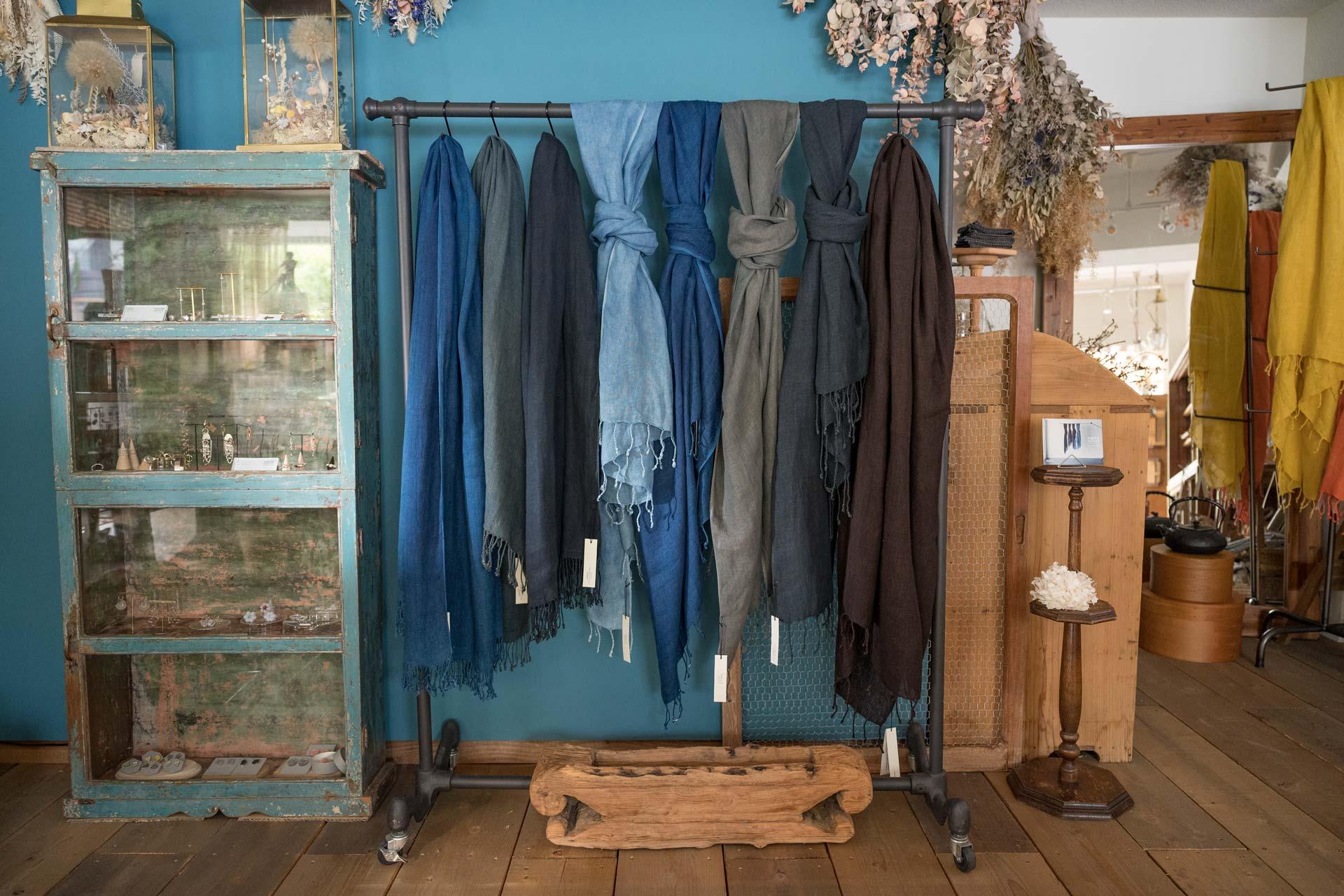 藍染め、泥染め。mills リネンショール。